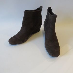 VINCE CAMUTO BROWN SUEDE WEDGE PULL ON BOOTIES 8.5